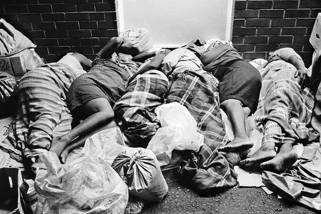 NunnWomen-vegetable-traders-from-out-of-town-sleep-on-the-streets.-Durban-1987-hand-printed-silver-gelatin-print-16x20cm-edition-19