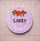 Georgina-Gratrix_Sorry-Cake-Plate_2016_Oil-on-Ceramic-Plate_31-cm_LR