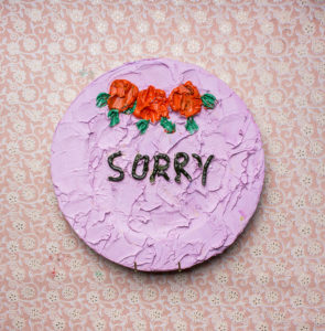Georgina-Gratrix_Sorry-Cake-Plate_2016_Oil-on-Ceramic-Plate_31-cm_LR
