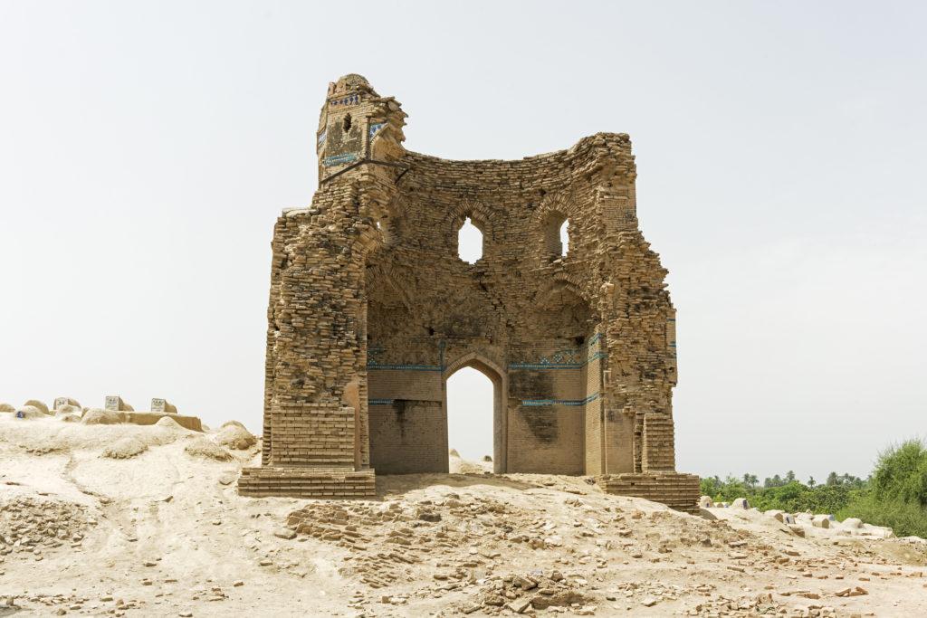 5-SH-Through the ruins